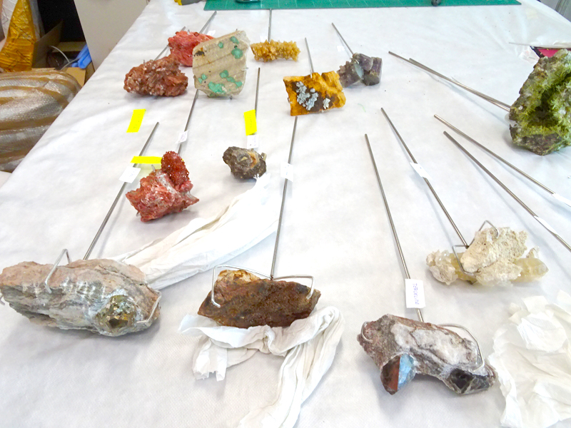 Soportes metálicos para minerales